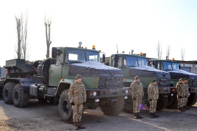 На Миколаївщині воїни-ремонтники отримали нові автомобілі та колісні тягачі КрАЗ
