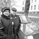 У свої 76 Олександр Сакало тримає зв'язок із танкістами, розвідниками, госпіталями...