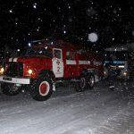 Негода додала клопоту: автівки рятували із снігового полону (ВІДЕО)