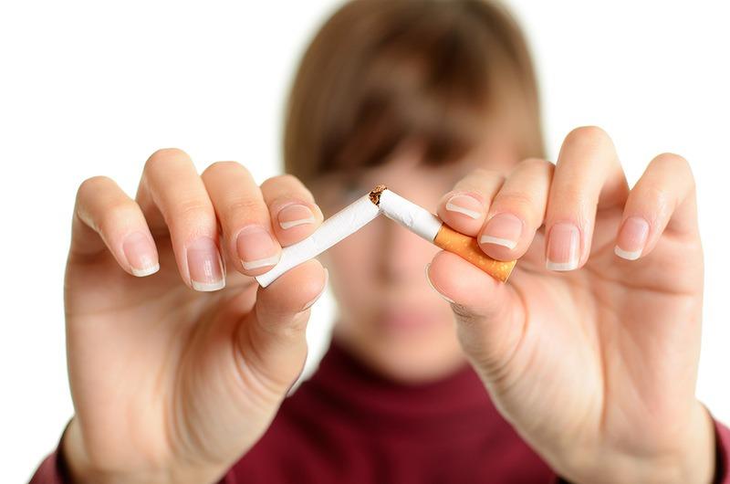 У США та Японії людину, яка курить, не приймуть на престижну роботу