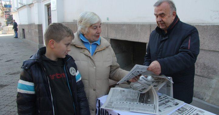 «Сьогодні ж віднесу газети батькам.  У них буде свято»