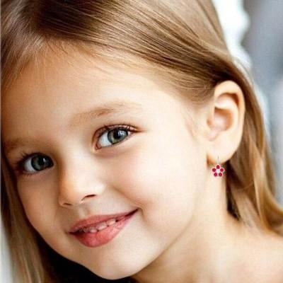 Перші сережки  для донечки