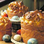 І сонцем сяє великодній хліб!