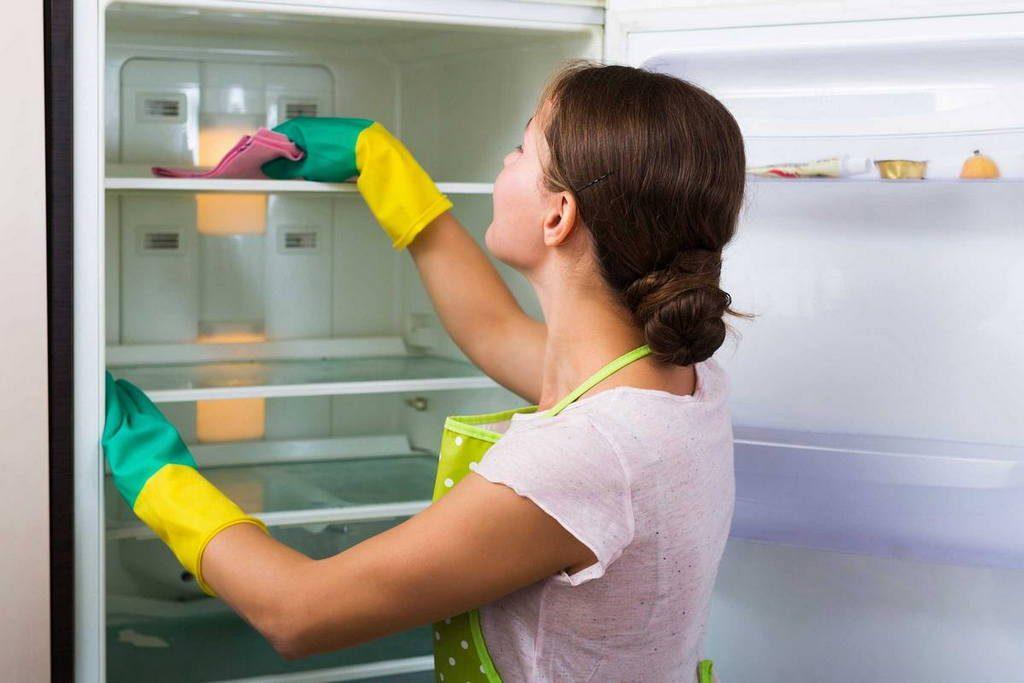 Розморожуємо холодильник правильно