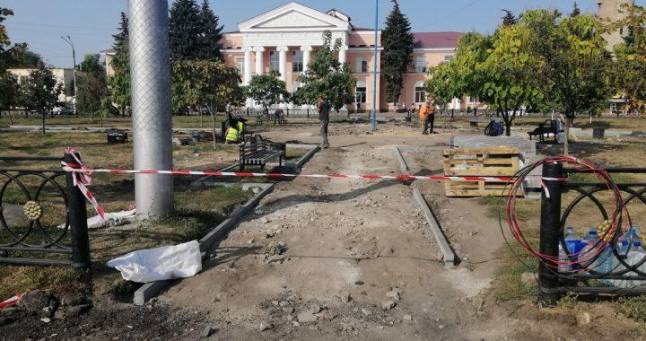 Команда Олександра Удовіченка  оновлює сквер біля Південного вокзалу