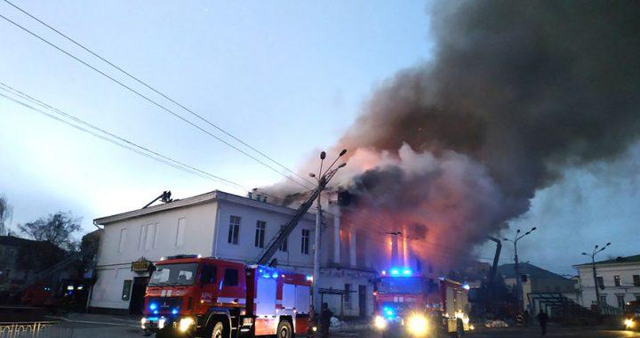 В історичній будівлі у центрі Полтави виникла пожежа
