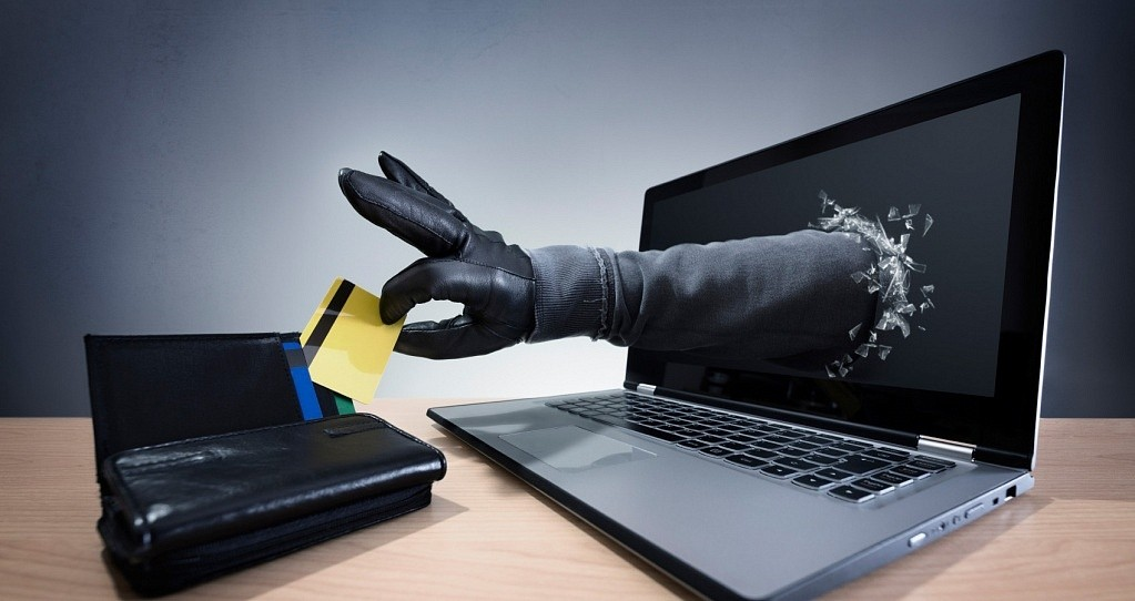 На Полтавщині викрили кіберзловмисника,  який привласнив майже мільйон гривень громадян