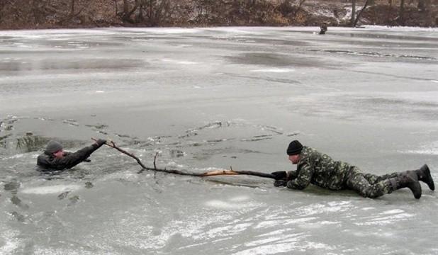 На початку весни лід  на водоймах стає  особливо небезпечним