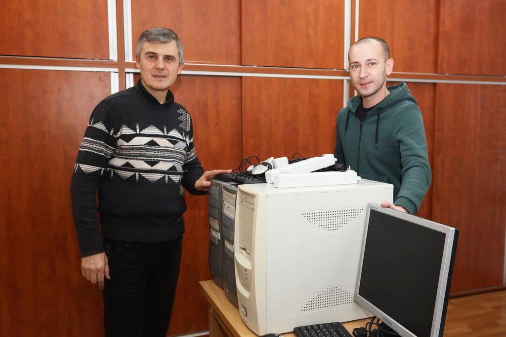 Крюківський вагонобудівний  завод передав дитячому садочку  три комп'ютери