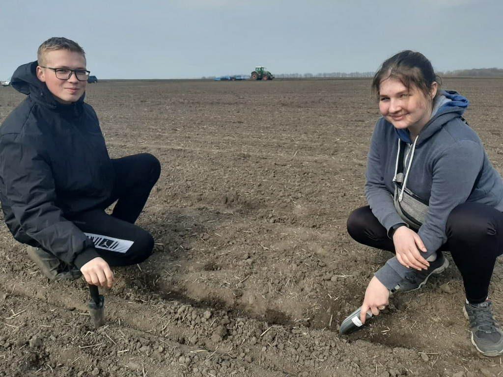 Не попрацювавши в полі, професію  агронома не опануєш