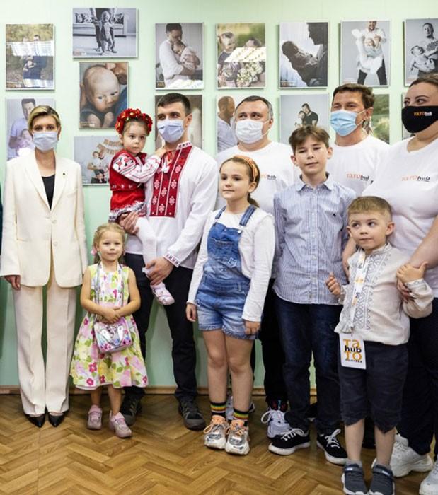 """Олена Зеленська у Полтаві відкрила муніципальну школу """"Тато Hub"""""""