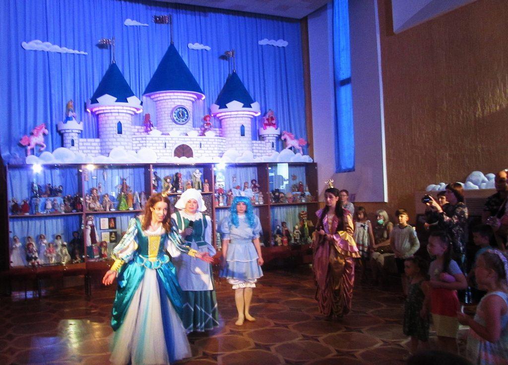 Казковий бал для принців і принцес