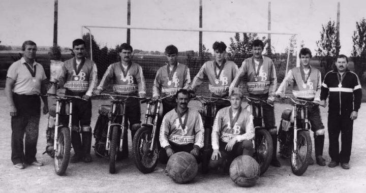 Тріумф сільських спортсменів  із Вишняків, перших чемпіонів  із мотоболу Незалежної України